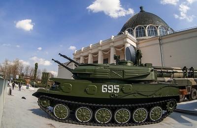 Мэр Москвы Сергей Собянин открыл выставку «Образцы военной техники» на ВДНХ