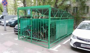 Уличная парковка велосипедов в Зеленограде