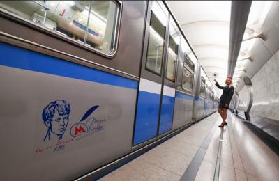 В московском метро запустили поезд со стихами Есенина