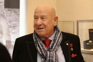 Жители ЮАО смогут увидеть картины космонавта Алексея Леонова