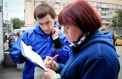 Единороссы собирают подписи жителей за обустройство в Москве новых зон отдыха в шаговой доступности