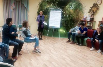 Молодых парламентариев обучили этики делового общения