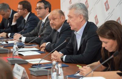 Сергей Собянин обсудил с муниципальными депутатами расширение платных парковок