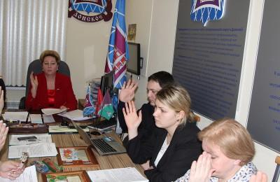 Депутаты регулярно заслушивают отчеты участковых сотрудников