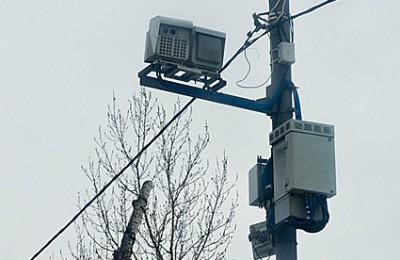 В качестве эксперимента камеры на столичных дорогах начнут фиксировать автомобили, проезжающие на красный свет