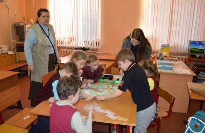 """В этом году молодые парламентарии уже сыграли с детьми в """"Монополию"""""""