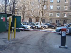 Ограждающие устройства установят на одной из придомовых территорий Донского района