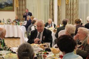 На мероприятие были приглашены малолетние узники фашистских концлагерей и ветераны Великой Отечественной войны