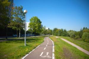 Велодорожка вдоль улицы Мусы Джалиля и парка в пойме реки Городня