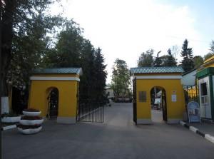 Главные ворота на Даниловском некрополе