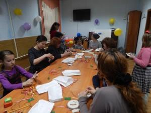 На мероприятии детей научили изготавливать различные сувениры