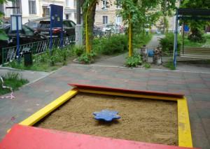 На площадку на Варшавском шоссе завезли песок высшего качества