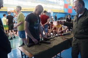 В том числе студенты собирали и разбирали автомат Калашникова