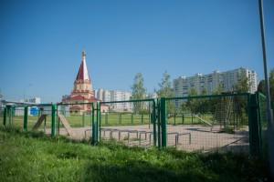 Площадка для выгула собак в парке в пойме реки Городни