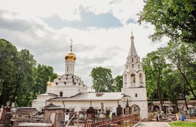 Малый собор на территории Донского монастыря