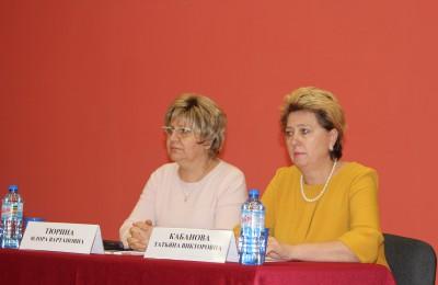 Татьяна Кабанова (справа) на встрече с населением