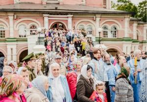 Посетители Донского монастыря
