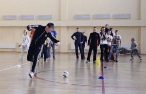 Воспитанники спортшколы играли в футбол