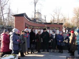 Участники митинга на  Даниловском кладбище