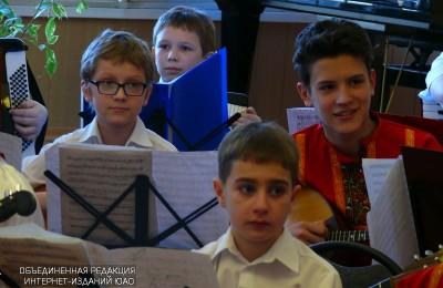 Школьники из ЮАО на занятиях по музыке