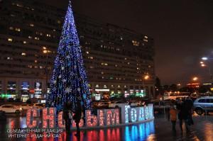 """Елка у торгового центра """"Ереван Плаза"""""""
