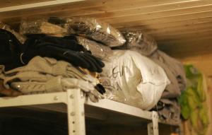 Теплая одежда для бездомных, собранная в прошлом году