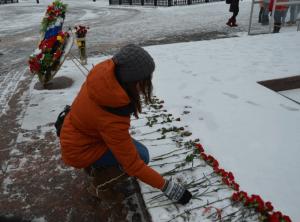 Студенты МГУДТ возложили цветы у мемориала Победы