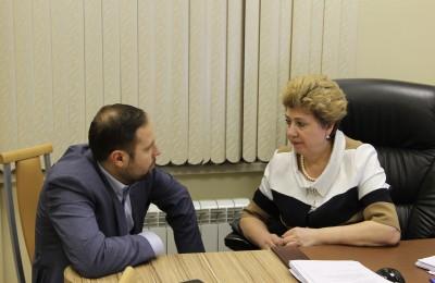 Дмитрий Соколов и Татьяна Кабанова на заседании депутатов