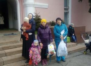 Многодетным семьям оказали материальную помощь в Донском монастыре