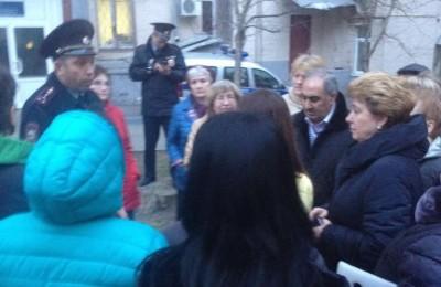 Татьяна Кабанова на встрече с участковым района