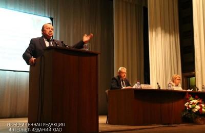 Челышев ответил жителям округа на вопросы о реновации