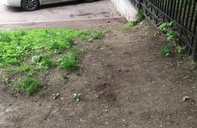 Убранная территория рядом с метро Шаболовская