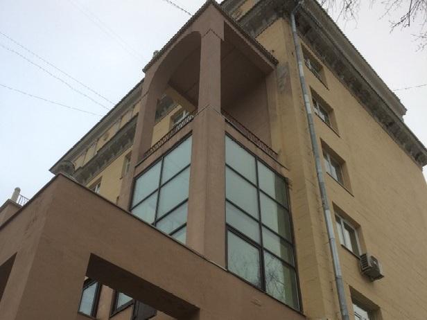 Незаконное остекление на доме №20 по Ленинскому проспекту