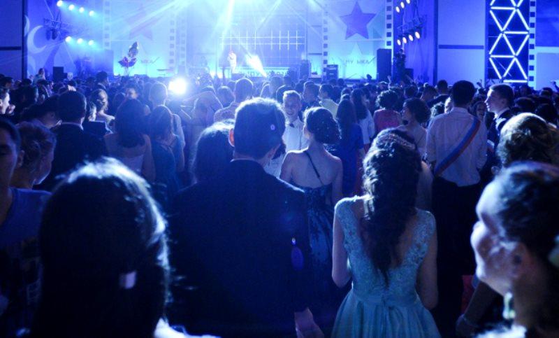 Школьники выбрали артистов для выпускного в Парке Горького