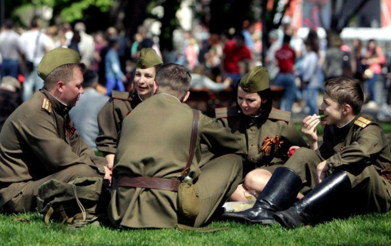 Инсталляции, спектакли и мастер-классы организуют для горожан в Парке Горького 9 мая
