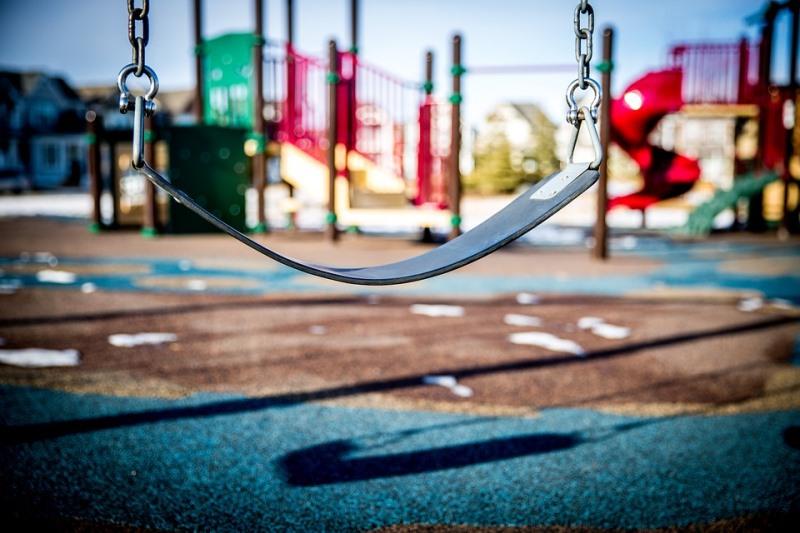 Новый забор установят вокруг детского парка в Донском районе