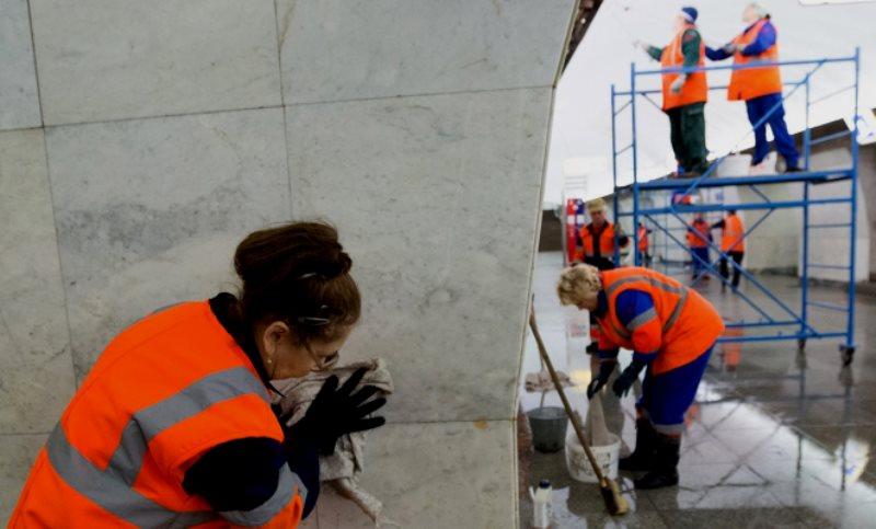 Станции метро и МЦК Донского района вымыли с шампунем