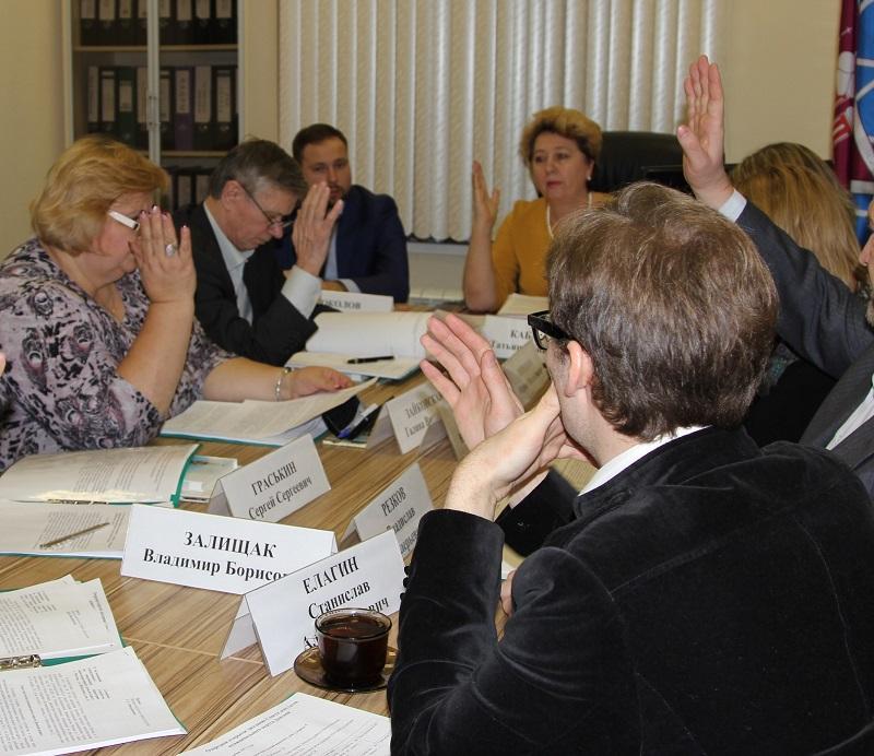 Депутаты обсудили актуальные вопросы на очередном заседании