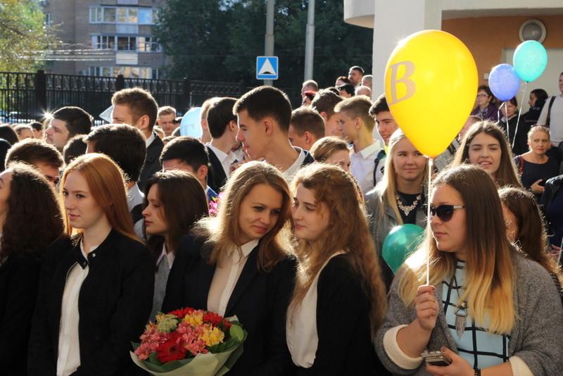 Депутаты поздравили выпускников