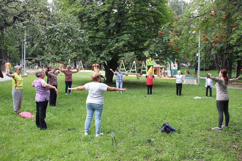Пешком за здоровьем: в Донском районе проходят тренировки долголетов