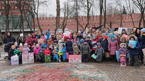 """Социальный центр Святителя Тихона, """"Елка желаний"""", Новый год, многодетные семьи"""