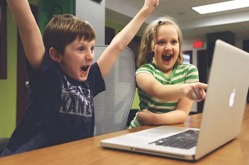 дети семейный центр оналйн за комьютером