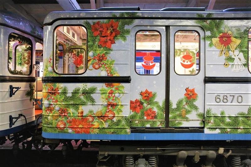 метро-новогодний-поезд
